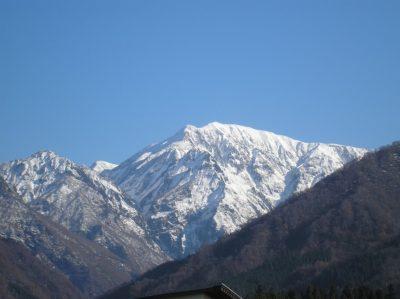 小春日和で駒ケ岳の雪が消えてきました
